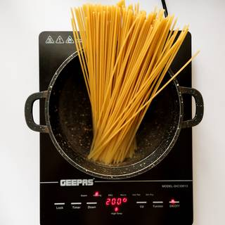 Fill a large pot with cold water full and bring to a boil. Then add salt and spaghetti at medium heat for about 10 minutes.