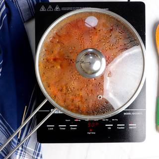 meat sauce while cooking