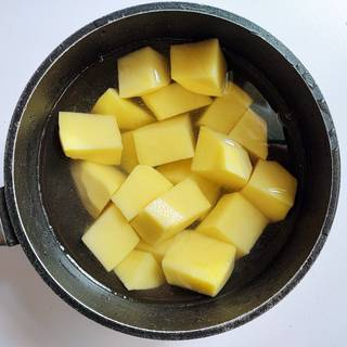Chopped potato and water in the saucepan
