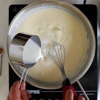 Add the milk little by little and stir quickly so that the flour does not become lumps.