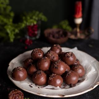 Let the chocolate cool down and become solid. Separate the truffles from the grate and simply enjoy them!