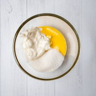 At first, softened butter which reached the environment temperature, whisk it with sugar and heavy cream for about 5-6 minutes.