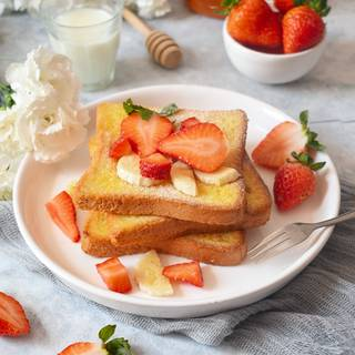 French toast is ready. You can have it with sugar powder, sliced fruits, honey, butter, or sausages as a wonderful breakfast.