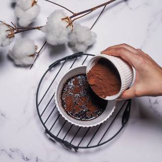 Solve the cocoa powder in one cup of boiling water until they are combined well.