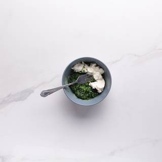 Mix the cooked spinach with the cream cheese well.