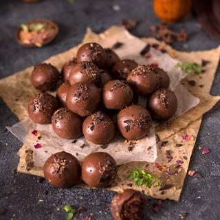 Vegan Chocolate Date Energy Balls