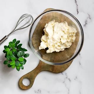 Mascarpone cheese and cream