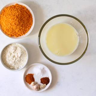 Mix the egg with a glass of milk or water and stir to be semiliquid. Then mix the flour with pepper, salt, paprika, and garlic separately.
