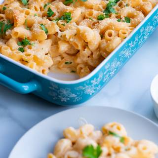 Remove the pasta from the oven when the to becomes golden. You can decorate it with fresh parsley and breadcrumbs if you want. Enjoy!