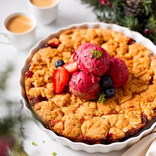 When the top of your crumble is nice and golden and you see tiny bubbles of strawberry juice, your crumble is ready. Let the crumble cool down for 30 minutes then serve it.