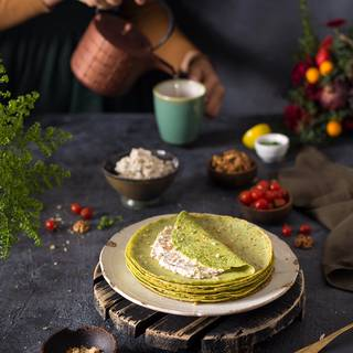 I love walnut and cheese so I filled my crepes with them. You can fill your crepe with different ingredients such as : meat, mushrooms, carrots and sweet pepper, or spinach and cheese, or, ham, mushrooms and cheese, or any other thing you desire.