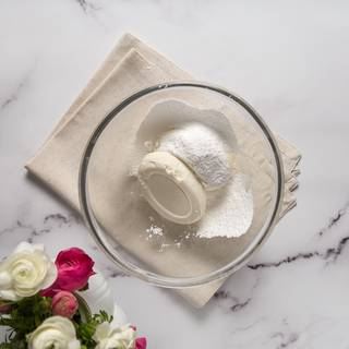 In a bowl whisk cream cheese and sugar powder until the cream cheese becomes soft.