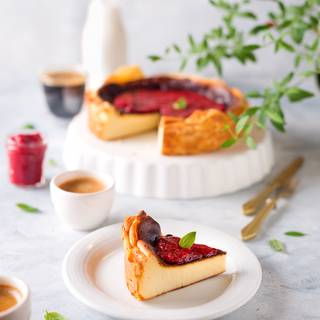 You can serve it simple or garnish it with seasonal fruits. I had some strawberries that I pureed and put on the stove with two tablespoons of powdered sugar to evaporate. When it got cold, I used to garnish it.