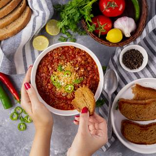 Our Chili Con Carne is ready. You can serve it with some parmesan or gouda cheese. Enjoy.