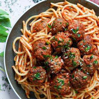 You can put spaghetti on a plate and add meatballs above them, or you can combine all of the ingredients, mix and then serve them on a plate.
