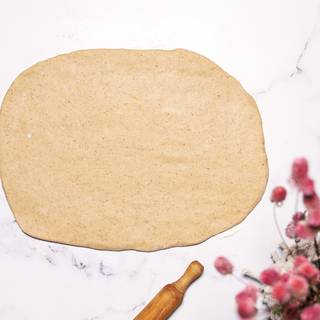 Roll out the dough on an even surface.