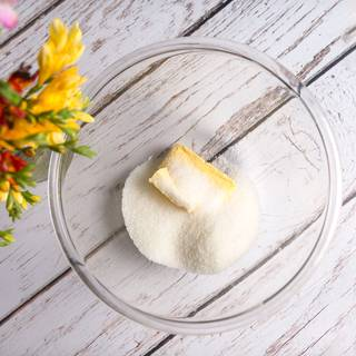 Use a mixer to blend butter and sugar for 5 minutes.