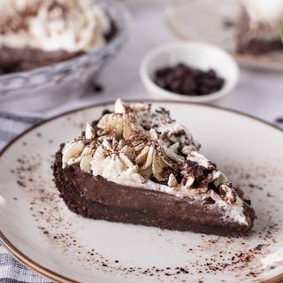 Finally, pour the chocolate filling into your pie crust and let it rest inside the fridge for 2 hours to become solid.