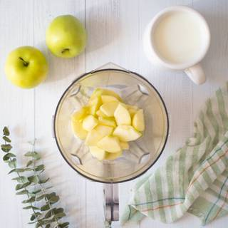 Peel the apples and chop them into small pieces and mix them in a blender.