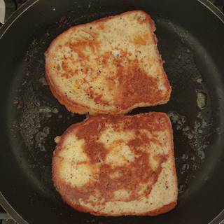 Place some butter into the pan and let it melt over low heat. Then fry the toasts soaked in milk and eggs. When both sides are browned, they are ready.