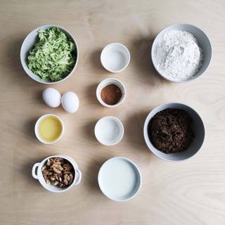 Prepare the main ingredients. Pull out the other ingredients from the refrigerator and let them reach the environment temperature.