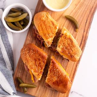 Grease your sandwich maker or grill pan with butter and grill the sandwich. If you are using a grill pan you need to press it with a heavy dish. After five minutes turn the sandwich so the other side is grilled as well. After ten minutes the cheese has melted and our sandwich is ready!